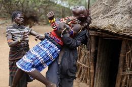 Đau lòng hủ tục cắt bỏ 'vùng kín' thiếu nữ Kenya