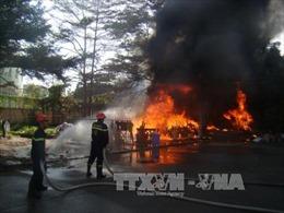 Cháy kho phế liệu sát ký túc xá Đại học Đồng Nai
