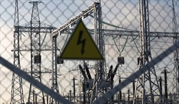 Ukraine tạm ngừng cung cấp điện cho Crimea