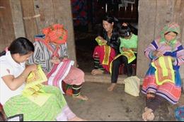 Bảo tồn trang phục truyền thống