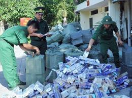 Triệt phá điểm trung chuyển thuốc lá lậu tại Củ Chi