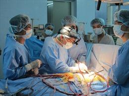 Phẫu thuật thông liên nhĩ nhiều lỗ cho một bệnh nhân
