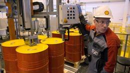 Giá dầu thô 'rơi tự do', vàng tăng giá