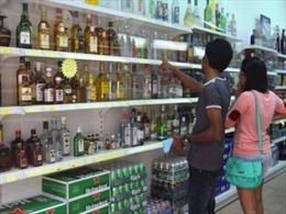Singapore thông qua luật cấm uống rượu nơi công cộng