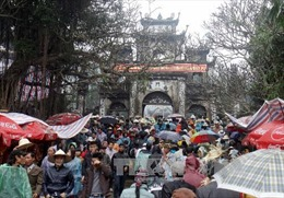 Xử lý tình trạng treo thịt động vật tại hội Chùa Hương