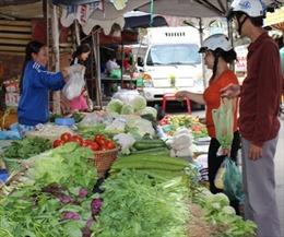 Hàng hóa, dịch vụ tăng giá trong dịp Tết