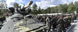 Mỹ tạm ngừng kế hoạch huấn luyện binh sĩ Ukraine
