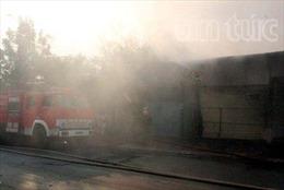 'Bà hỏa' thiêu rụi gần 500m2 xưởng giấy