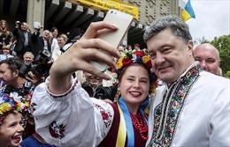 Tổng thống Poroshenko muốn dùng văn hóa làm vũ khí