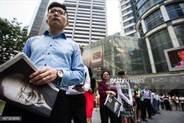 Dòng người xếp hàng chờ mua ấn phẩm đặc biệt về Lý Quang Diệu