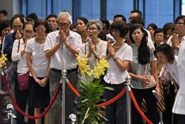 Dòng người vào viếng cựu Thủ tướng Lý Quang Diệu ngày càng dài