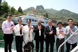 Hạ thủy 2 tàu du lịch 3 sao trên hồ Sông Đà