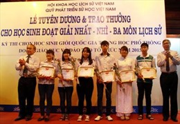 Trao thưởng cho 130 học sinh giỏi quốc gia môn Lịch sử