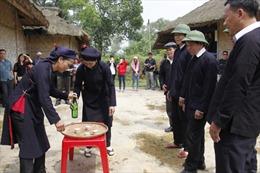 Lễ đặt gánh của đồng bào Sán Chay