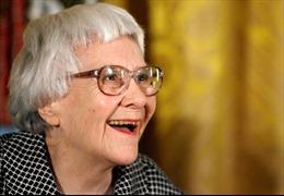 """Nữ văn sĩ Harper Lee cứu vở kịch """"Giết con chim nhại"""""""