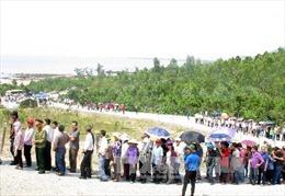 Hàng ngàn người dân thành kính viếng mộ Đại tướng Võ Nguyên Giáp tại Quảng Bình