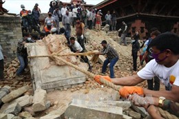 Hơn 7000 người thiệt mạng sau động đất Nepal