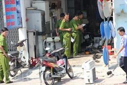 Bình gas nổ 'thổi' 3 thanh niên thương vong