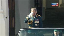 'Giải mã' hành động 'đặc biệt' của Tướng Shoigu tại Lễ duyệt binh