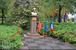 Mừng sinh nhật Bác Hồ lần thứ 131 tại Pháp
