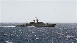 Tàu chiến Iran bắt đầu hộ tống tàu hàng tới Yemen