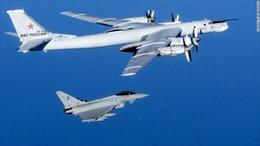 Máy bay trinh sát Nga bay sát nhóm tàu chiến NATO