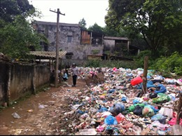 Làng quê 'ngộp thở' vì rác