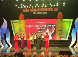 Quà cho trẻ em nghèo trong ngày gia đình Việt Nam