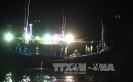 Lai dắt tàu cá bị nạn vào bờ an toàn