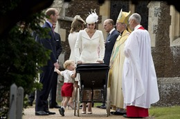Hoàng tử George thu hút công chúng trong lễ rửa tội của em gái