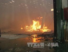 Dập tắt đám cháy tại công ty gỗ ở Bình Dương