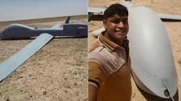 Dân Iraq selfie bên xác máy bay không người lái Mỹ