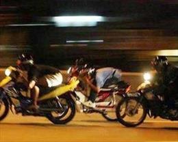 Bắt giữ 5 đối tượng phóng xe máy lạng lách, đánh võng nhiều tuyến phố ở Hà Nội