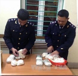 Hà Nội bắt đối tượng mua bán, vận chuyển gần 5kg ma túy đá