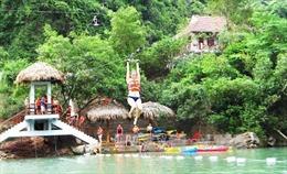 Đu dây tự do Sông Chày-Hang Tối lập kỷ lục dài nhất Việt Nam