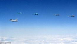 Khoảnh khắc chiến đấu cơ Anh chạm trán 10 máy bay Nga