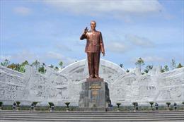 Mẫu tượng đài Bác Hồ ở Sơn La phải được Ban Bí thư duyệt mẫu