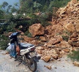 Sạt núi gây tắc quốc lộ 4D, đoạn Lai Châu sang Lào Cai