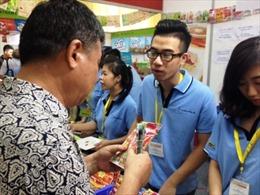 Nhộn nhịp mua sắm tại hội chợ hàng Thái Lan