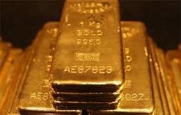 Giá vàng giảm, giá dầu thế giới đi lên