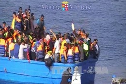 Lực lượng bảo vệ bờ biển Italy cứu hàng nghìn người di cư