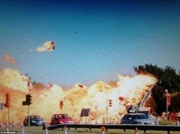 Chiến đấu cơ Anh lao xuống cao tốc nổ tung, 11 người thiệt mạng