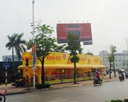 Hà Nội vẫn bán bánh trung thu trên vỉa hè