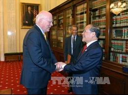 Chủ tịch Quốc hội gặp Chủ tịch Thường trực danh dự Thượng viện Hoa Kỳ