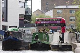 Giá nhà leo thang, người Anh sống trên thuyền