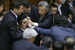 Nghị viện Nhật náo loạn vì dự luật an ninh