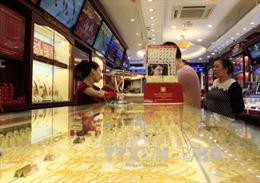 Giá vàng giảm, giá USD trong nước tăng nhẹ