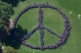 Hàng nghìn người tham gia hoạt động tưởng nhớ John Lennon