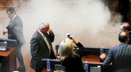 Cơ quan lập pháp Kosovo lại náo loạn vì hơi cay