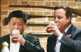 Thủ tướng Anh mời ông Tập tới quán rượu